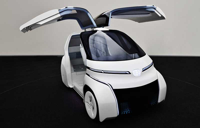 Concept-爱 i RIDE 左右两侧车门的外观就像鸟的翅膀一样,向上打开就可以停车。